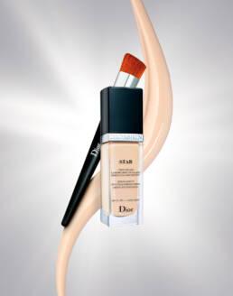 Dior diorskin star foundation with splash and makeup brush